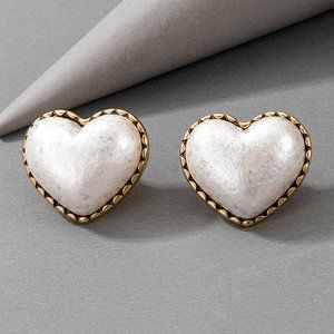 3/$20 Vintage Chunky Large Heart Stud Earrings